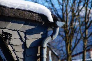 Tagrende med sne på er stoppet